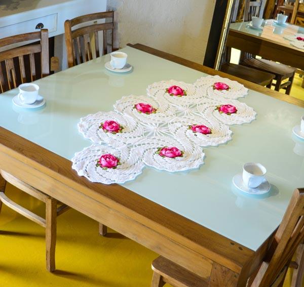 trilho-de-mesa-branco-florido-2