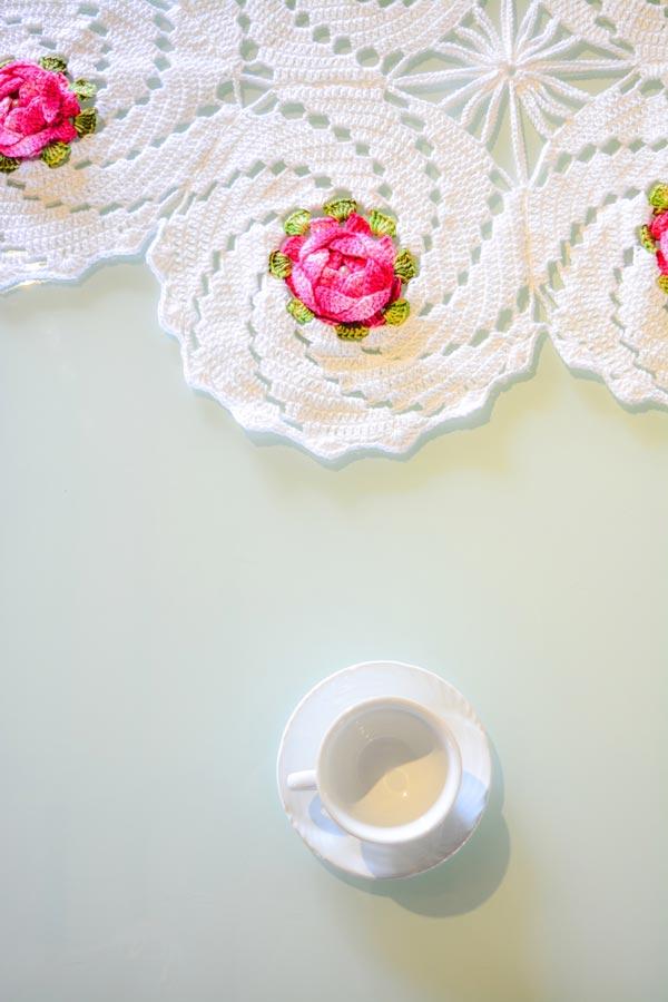 trilho-de-mesa-branco-florido-3