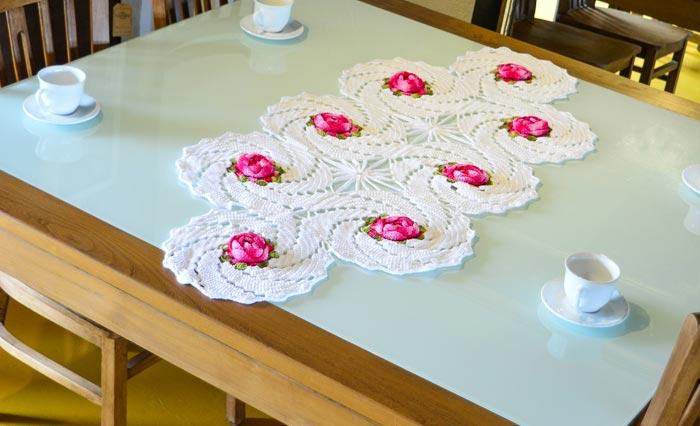 trilho-de-mesa-branco-florido