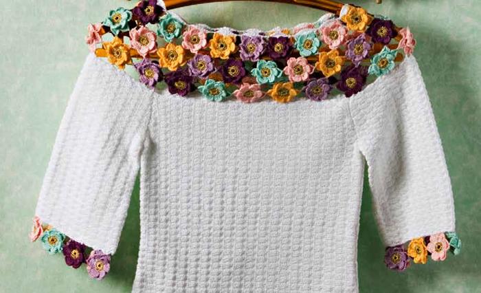 Blusa-branca-com-aplicação-de-flores-2