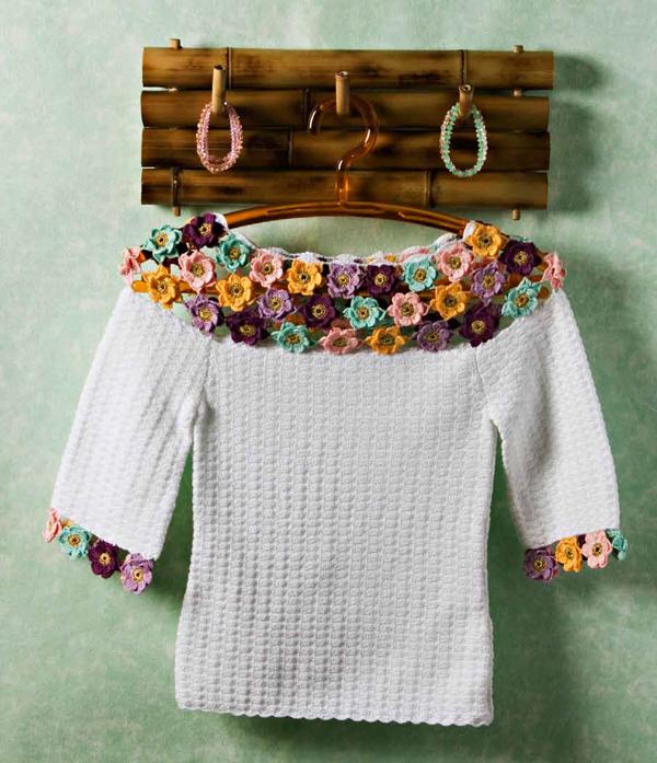 Blusa-branca-com-aplicação-de-flores