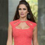Blusa com Pala Recortada de Crochê - Linha Camila Fashion